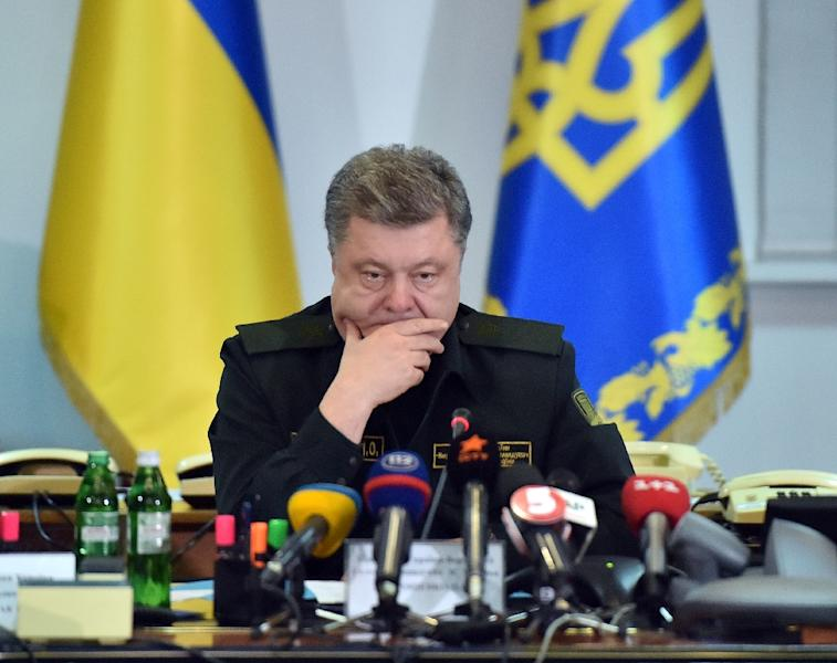 Ukrainian President Petro Poroshenko looks on prior to a live broadcast in Kiev to order the military to implement a ceasefire early on February 15, 2015 (AFP Photo/Sergei Supinsky)