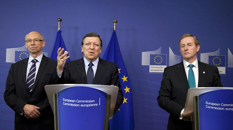 European Commission President Jose Manuel Barroso, second left, and Irish Prime Minister Enda Kenny participate in a media conference at EU headquarters in Brussels on Thursday, June 27, 2013. The European Union may soon have a new seven-year budget after a surprise breakthrough deal was announced Thursday morning. European Commission President Jose Manuel Barroso announced the agreement Thursday after late-night talks with the president of the European Parliament and other officials from EU member states. Barroso said it includes more flexibility than earlier versions. (AP Photo/Virginia Mayo)