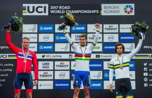 Peter Sagan (C), Alexander Kristoff (L) and Michael Matthews pose with their medals after the UCI Cycling Road World Championships in Bergen, on September 24, 2017