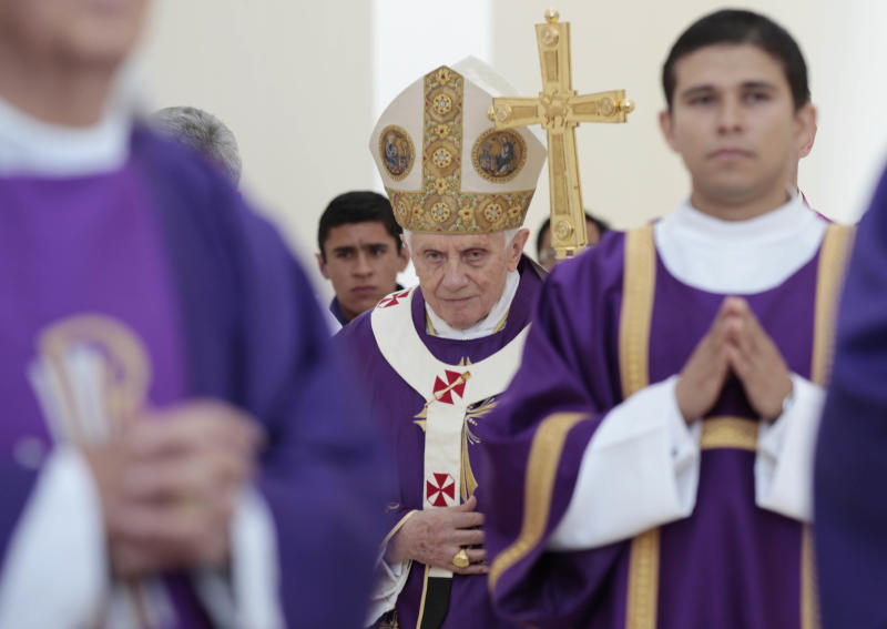 CORRECTS LOCATION TO SILAO.- Pope Benedict XVI walks with his pastoral staff prior to the start of Sunday Mass at the Parque del Bicentenario, in Silao, Mexico, Sunday, March 25, 2012. (AP Photo/Gregorio Borgia)(AP Photo/Gregorio Borgia)