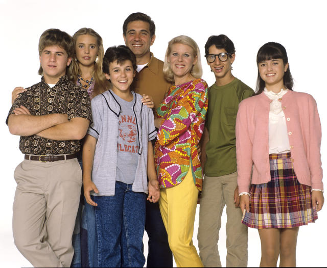 1990 cast photo of, from left, Jason Hervey, Olivia d'Abo, Fred Savage, Dan Lauria, Alley Mills, Josh Saviano, and Danica McKellar. (Photo: ABC Photo Archives/ABC via Getty Images)