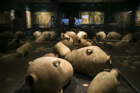 Ancient storage jars, believed to be from ancient Babylonia, are displayed during an exhibition at the Bible Lands Museum in Jerusalem, February 3, 2015. REUTERS/Baz Ratner