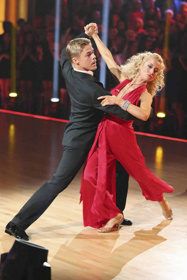 "It was a wonderful night on Week 6, when Kellie donned a flared red jumpsuit and a wig of blond ringlets for her Stevie Wonder-themed quickstep. While judge Carrie Ann Inaba called her a ""Chia Pet,"" the dance scored the country star her first 10 of the season."