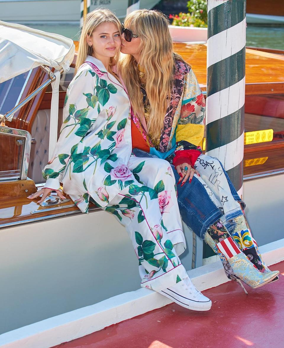 <p>Heidi Klum and model daughter Leni share a smooch on Aug. 27 while arriving in Venice, Italy, for a Dolce & Gabbana event ahead of the Venice Film Festival.</p>