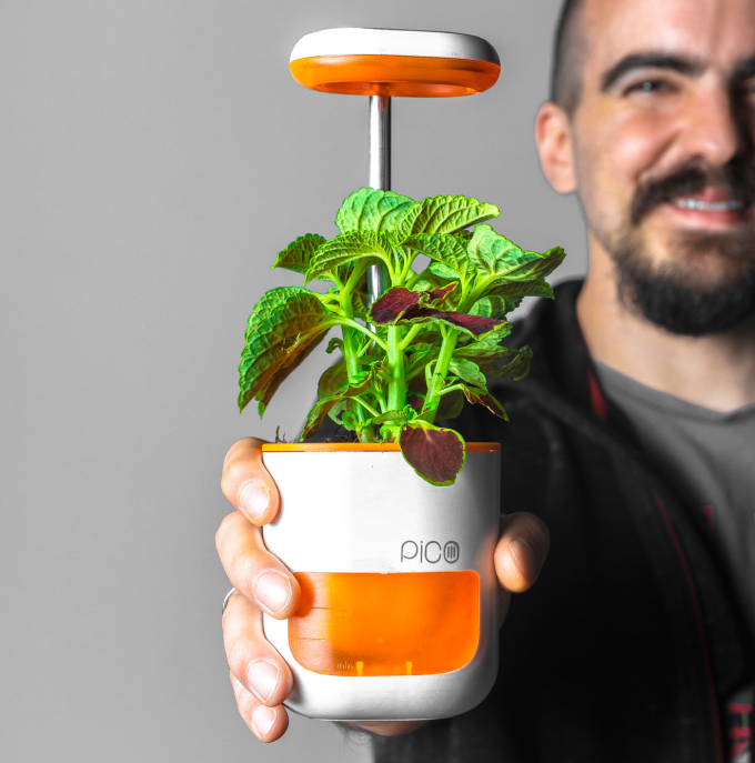 The PICO all-in-one smart planter not only waters your plants on time, it also features an LED grow light that grows with your plants!