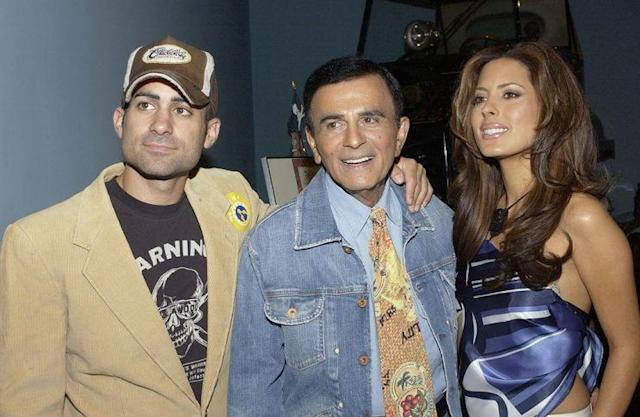 Casey Kasem and his children, Mike and Kerri, walk the red carpet in 2005. (Photo: Amanda Edwards/Getty Images)