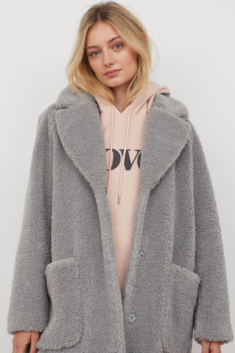 "<br><br><strong>H&M</strong> Short Faux Shearling Coat, $, available at <a href=""https://go.skimresources.com/?id=30283X879131&url=https%3A%2F%2Fwww2.hm.com%2Fen_us%2Fproductpage.0884465002.html"" rel=""nofollow noopener"" target=""_blank"" data-ylk=""slk:H&M"" class=""link rapid-noclick-resp"">H&M</a>"