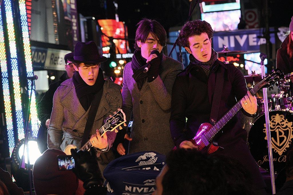 "The Jonas Brothers sang in the New Year in New York City. Steve Mack/<a href=""http://www.wireimage.com"" target=""new"">WireImage.com</a> - December 31, 2008"
