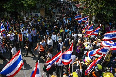 Workers of the Cooperative Auditing Department leave after anti-government protesters locked it and forced their evacuation in central Bangkok January 24, 2014. REUTERS/Athit Perawongmetha