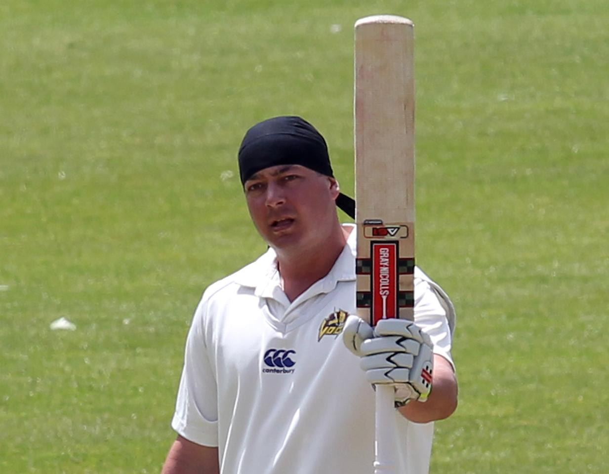 DUNEDIN, NEW ZEALAND - DECEMBER 22:  Jesse Ryder of Otago acknowledges the crowd and his team-mates after scoring 100 runs during day three of the Plunket Shield match between Otago and Central Districts on December 22, 2013 in Dunedin, New Zealand.  (Photo by Rob Jefferies/Getty Images)