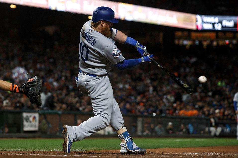 Justin Turner of the Los Angeles Dodgers crushes a crucial two-run home run against the San Francisco Giants (Getty Images)
