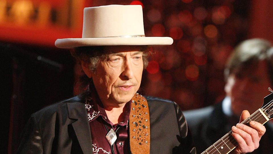CULVER CITY, CA - JUNE 11:  Musician Bob Dylan Performs onstage during the 37th AFI Life Achievement Award: A Tribute to Michael Douglas at Sony Pictures on June 11, 2009 in Culver City, California.