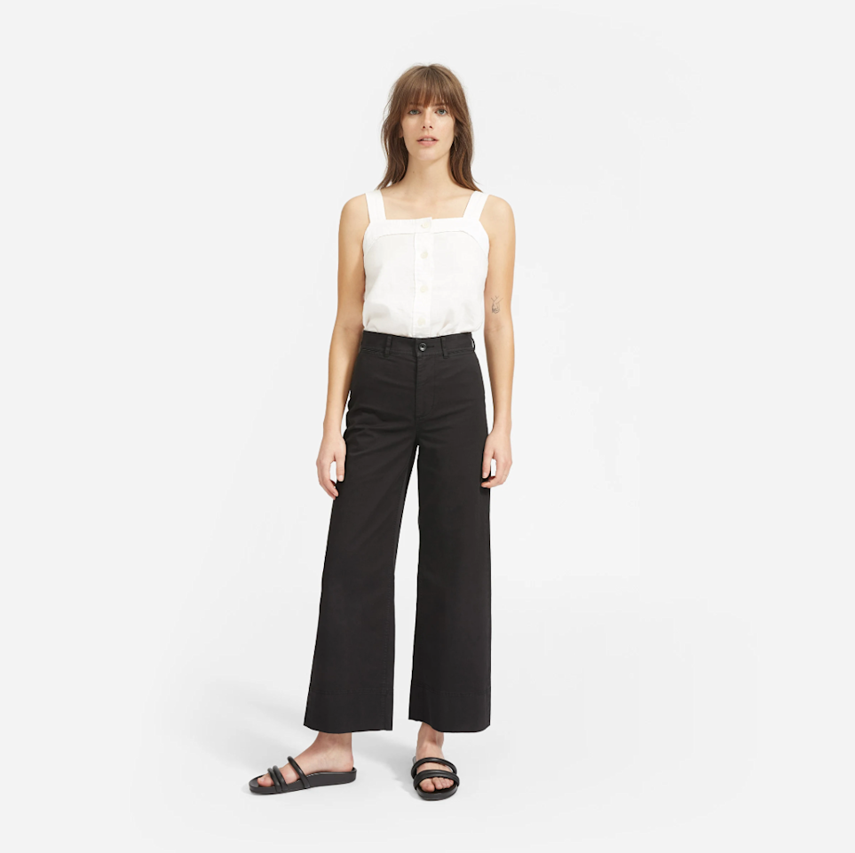 "$68, Everlane. <a href=""https://www.everlane.com/products/womens-wide-leg-chino-washedblack?utm_medium=cpc&utm_source=pla-google&utm_campaign=922262388&utm_content=358425684365&utm_term=pla-656606031102&adgroup=75008403000&pid=5813-39895&device=c&gclid=EAIaIQobChMImLi3scaC5QIVCWKGCh265w7gEAQYBCABEgIAdPD_BwE"">Get it now!</a>"
