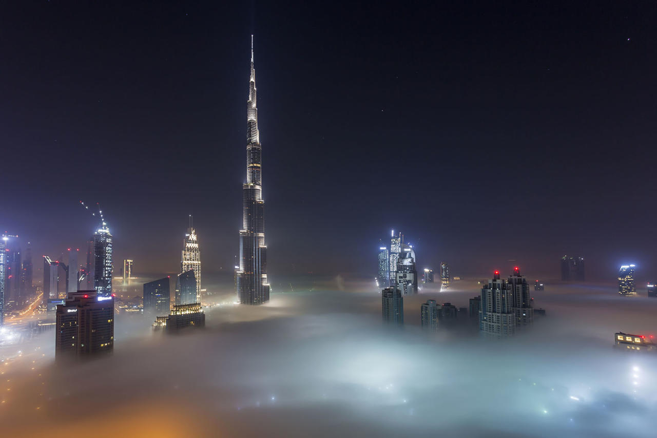 <p>Thick fog covers Dubai, one of the largest metropolitan cities, at night to create spectacular views. (Photo: Rustam Azmi/Caters News) </p>