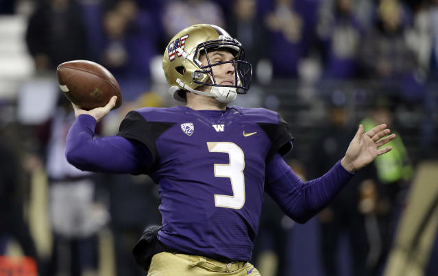 "Washington quarterback <a class=""link rapid-noclick-resp"" href=""/ncaaf/players/251118/"" data-ylk=""slk:Jake Browning"">Jake Browning</a> drops back to pass against Utah during the first half of an NCAA college football game Saturday, Nov. 18, 2017, in Seattle. (AP Photo/Elaine Thompson)"