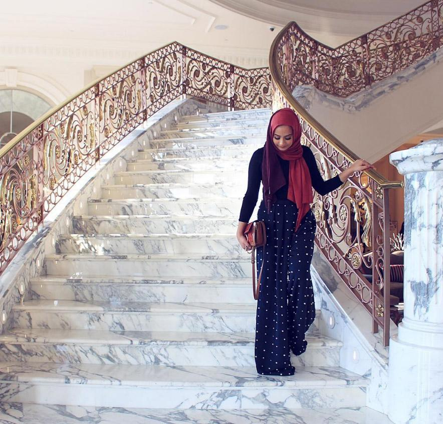 <p>The same can be said about Zai, a 22-year-old blogger based in the Netherlands [Photo: Instagram/hijabhills] </p>