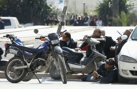 Police officers are seen on the pavement outside parliament in Tunis March 18, 2015. REUTERS/Zoubeir Souissi