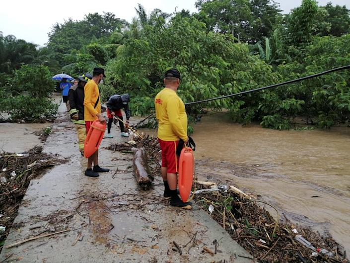 Rescue work taking place in a flooded area due to Hurricane Eta, in the city of Tela in the Honduran Caribbean (EPA)