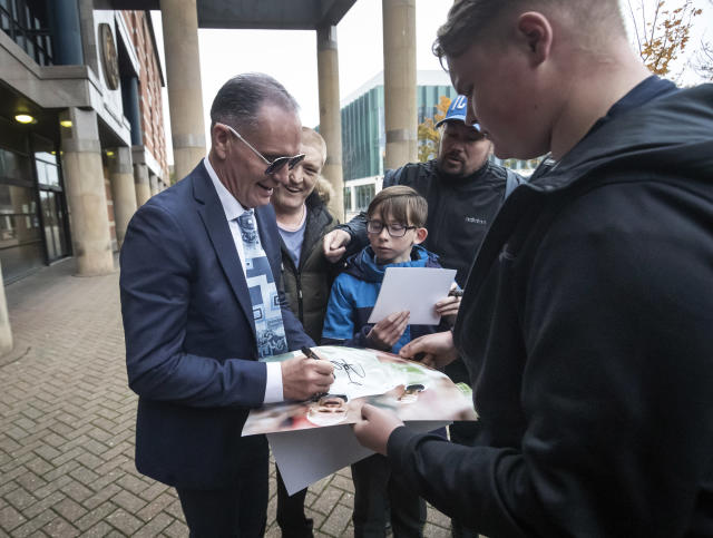 Gascoigne signing autographs outside court (Credit: Getty Images)