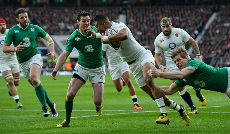 England's wing Anthony Watson (C) gets tackled during the Six Nations match against Ireland at Twickenham (AFP Photo/Glyn Kirk                          )