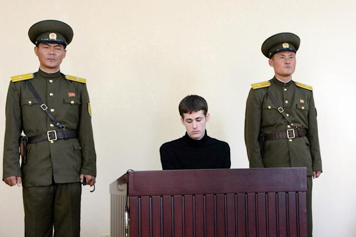 A picture taken by North Korea's official Korean Central News Agency (KCNA) on September 14, 2014 shows US citizen Matthew Miller (C), at the North Korean Supreme Court in Pyongyang (AFP Photo/)