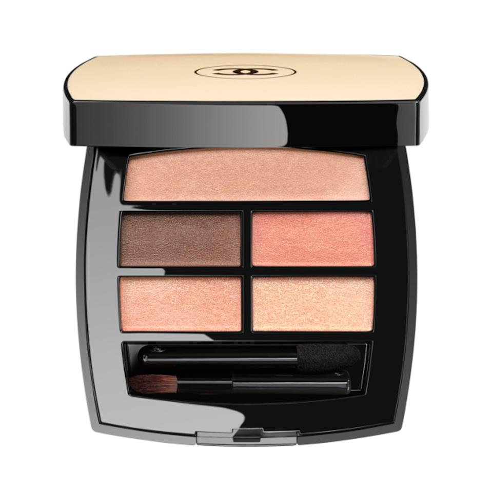 A whole lot of luxury sits in the pocket-sized Les Beiges Healthy Glow Natural Eye Shadow Palette. Chanel delivers a light and creamy eye shadow formula in five peach-toned, glimmering shades.