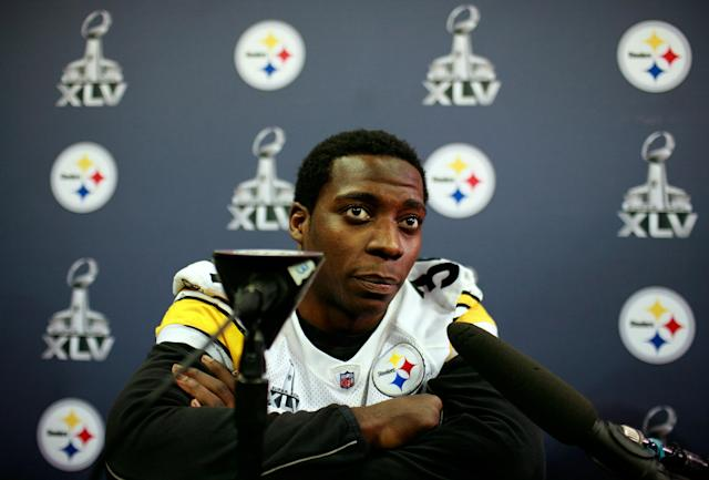 FORT WORTH, TX - FEBRUARY 02: Runningback Rashard Mendenhall #34 of the Pittsburgh Steelers talks with the media on February 2, 2011 in Fort Worth, Texas. The Pittsburgh Steelers will play the Green Bay Packers in Super Bowl XLV on February 6, 2011 at Cowboys Stadium in Arlington, Texas. (Photo by Tom Pennington/Getty Images)