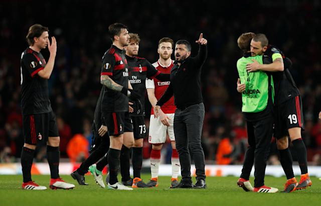 Soccer Football - Europa League Round of 16 Second Leg - Arsenal vs AC Milan - Emirates Stadium, London, Britain - March 15, 2018 AC Milan coach Gennaro Gattuso speaks with his players after the match Action Images via Reuters/John Sibley