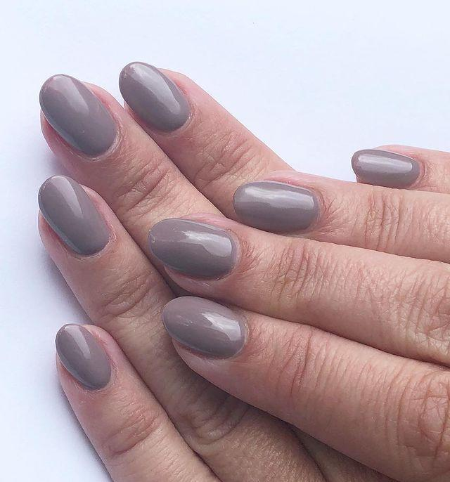 """<p>If you suit warm tones better than cool tones, look for grey shades with a hint of purple.</p><p><a href=""""https://www.instagram.com/p/Bv1-L-7Hmgs/"""" rel=""""nofollow noopener"""" target=""""_blank"""" data-ylk=""""slk:See the original post on Instagram"""" class=""""link rapid-noclick-resp"""">See the original post on Instagram</a></p>"""