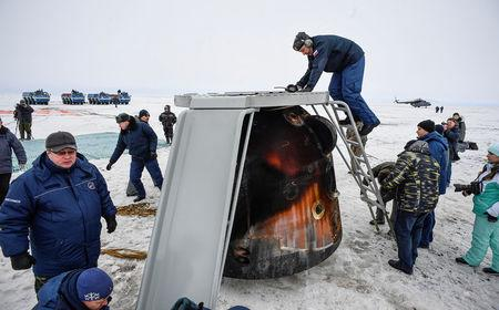 A Search and rescue team works at the landing site of the Soyuz MS-06 space capsule with International Space Station crew members Joe Acaba and Mark Vande Hei of the U.S., and Alexander Misurkin of Russia in a remote area outside the town of Dzhezkazgan (Zhezkazgan), Kazakhstan, on February 28, 2018.  REUTERS/Alexander Nemenov/Pool