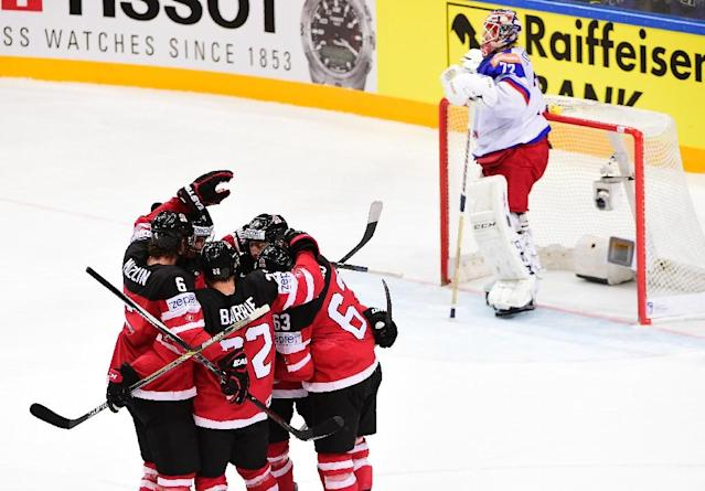 Forward Cody Eakin of Canada celebrates with his teammates after scoring a goal during the gold medal match Canada vs Russia at the 2015 IIHF Ice Hockey World Championships on May 17, 2015 in Prague (AFP Photo/Jonathan Nackstrand)