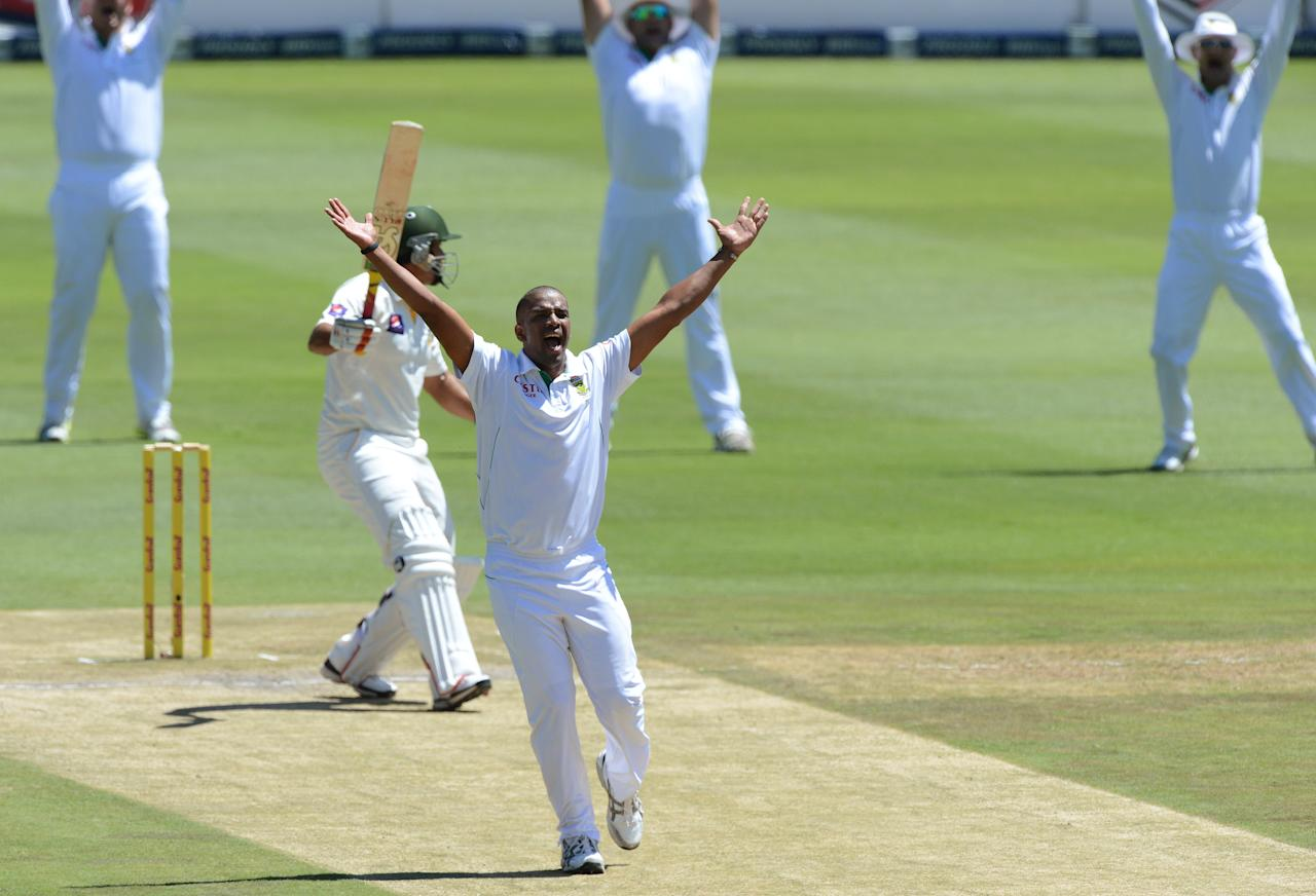 JOHANNESBURG, SOUTH AFRICA - FEBRUARY 02:  Vernon Philander of South Africa appeals for an lbw decision during day 2 of the 1st Test match between South Africa and Pakistan at Bidvest Wanderers Stadium on February 02, 2013 in Johannesburg, South Africa.  (Photo by Duif du Toit/Gallo Images/Getty Images)