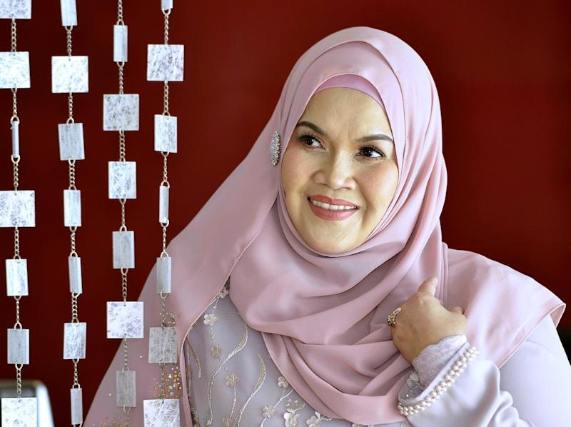 'Gegar Vaganza 4' winner Aishah says she was insulted by the way Vida presented the diamonds. — Picture by Ham Abu Bakar