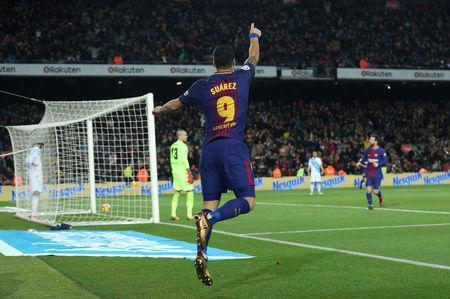 Soccer Football - La Liga Santander - FC Barcelona vs Deportivo de La Coruna - Camp Nou, Barcelona, Spain - December 17, 2017 Barcelona's Luis Suarez celebrates scoring their third goal REUTERS/Albert Gea