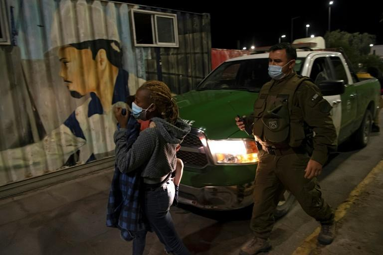 A Haitian women with Chilean residency is arrested for illegally crossing the border from Peru (AFP/MARTIN BERNETTI)