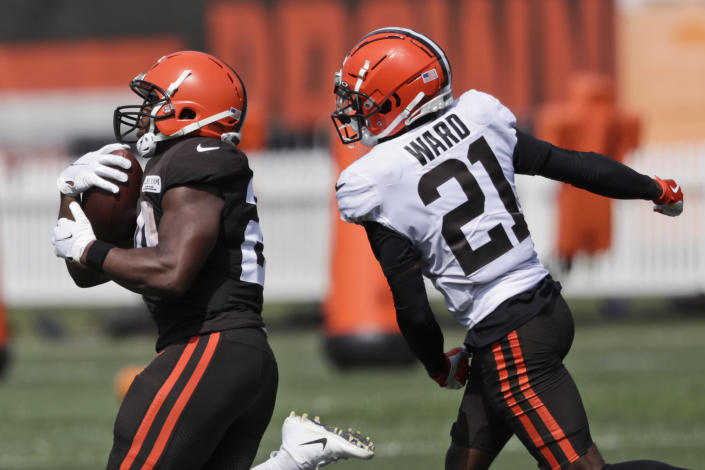 Cleveland Browns running back Nick Chubb, left, rushes against cornerback Denzel Ward during practice at the NFL football team's training camp facility, Thursday, Aug. 27, 2020, in Berea, Ohio. (AP Photo/Tony Dejak)