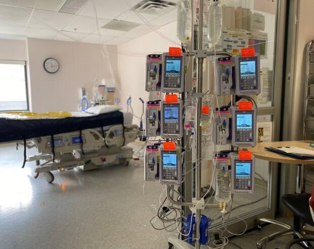 Saskatchewan will take in its first intensive-care patient from Manitoba on Wednesday, officials say.  (Susan Shaw/Twitter - image credit)