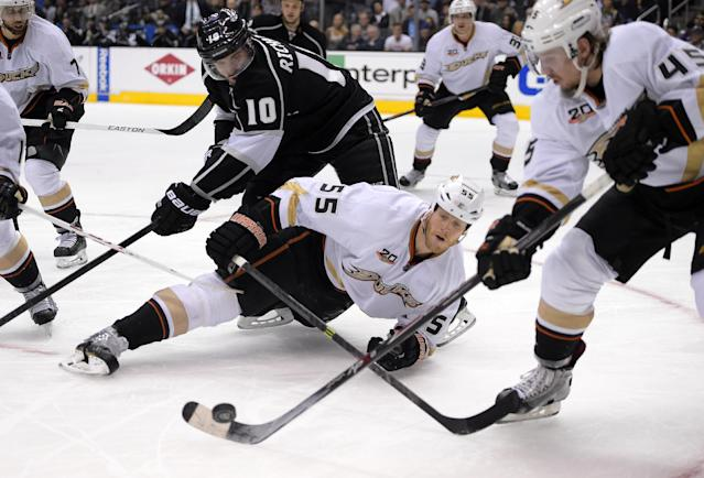 Los Angeles Kings center Mike Richards, top, battles for the puck with Anaheim Ducks defenseman Bryan Allen, center, and defenseman Sami Vatanen, of Finland, during the second period in Game 6 of an NHL hockey second-round Stanley Cup playoff series, Wednesday, May 14, 2014, in Los Angeles. (AP Photo)