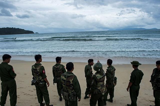 <p>Myanmar military members look out to the sea where they found the dead bodies in the Andaman sea at Sanhlan village on June 8, 2017.<br> (Photo: Ye Aung Thu/AFP/Getty Images) </p>