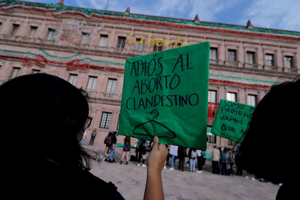 SALTILLO, MEXICO - SEPTEMBER 07: Members of feminist groups at the Plaza de la Nueva Tlaxcala after the decriminalization of abortion was approved in Coahuila on September 7, 2021 in Saltillo, Mexico. (Photo by Antonio Ojeda/Agencia Press South/Getty Images)