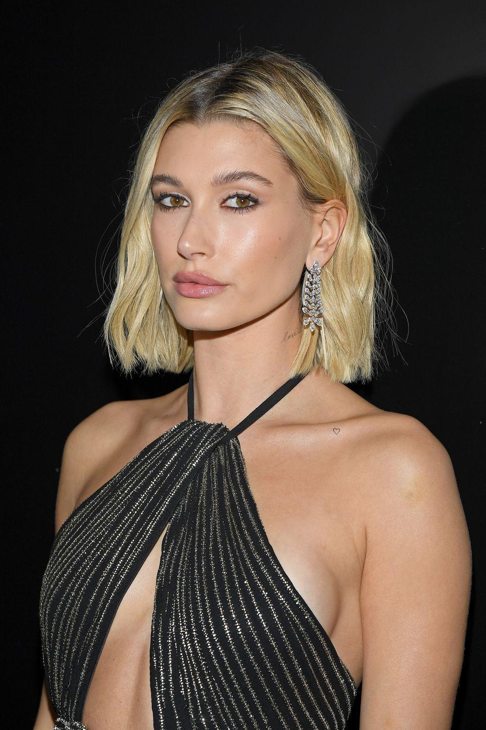 <p>Hailey's straight-edge chop is the epitome of model-off-duty: effortless and cool. </p>