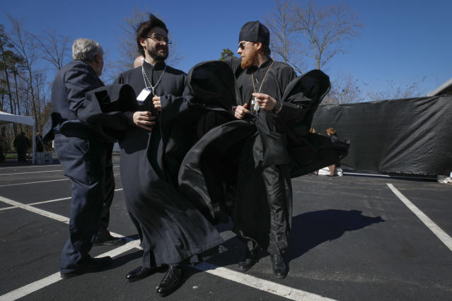 <p>Russian Orthodox priests father Ioann Kopeykin and father Philaret Bulekov (R), both from Moscow, arrive to attend the funeral service for U.S. evangelist Billy Graham at the Billy Graham Library in Charlotte, N.C., March 2, 2018. (Photo: Jonathan Drake/Reuters) </p>
