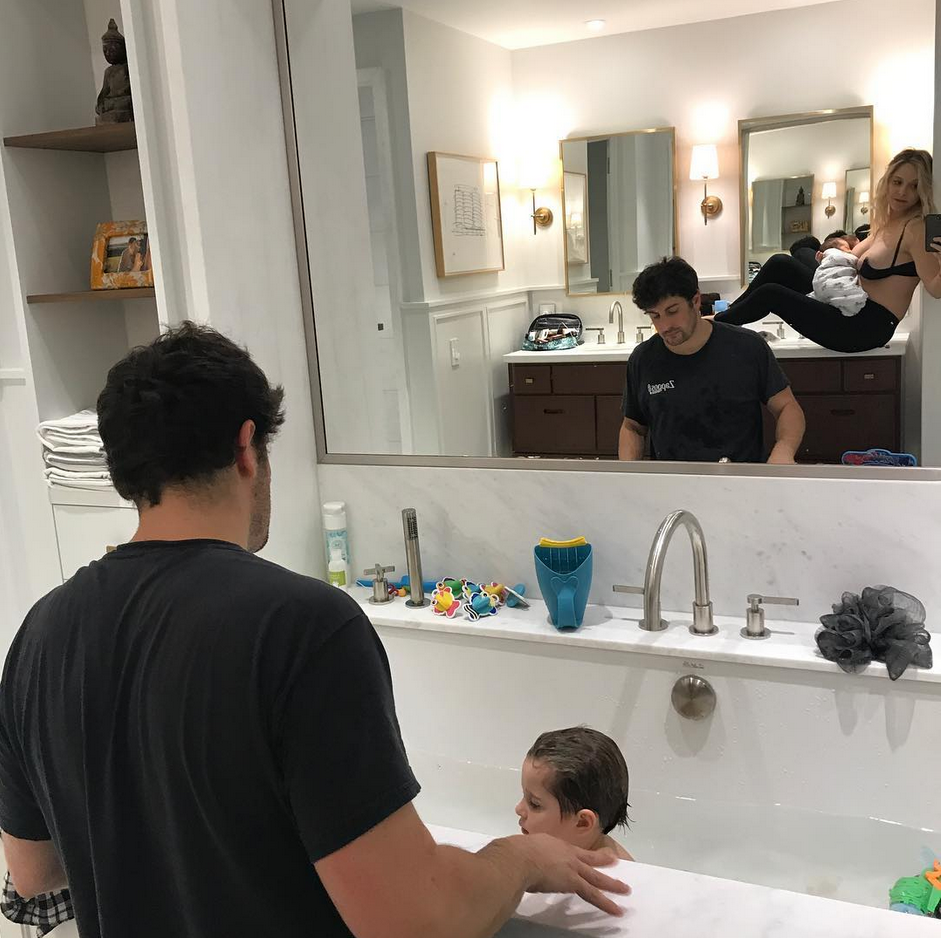 """<p>Family portrait! """"Halloween costume option 2: Three Men and a Lady,"""" offered the actor, as he pulled daddy duty bathing son Sid while wife Jenny Mollen fed their new baby, Lazlo. (Photo: <a rel=""""nofollow"""" href=""""https://www.instagram.com/p/BaaB0dyHC4J/?taken-by=biggsjason"""">Jason Biggs via Instagram</a>) </p>"""