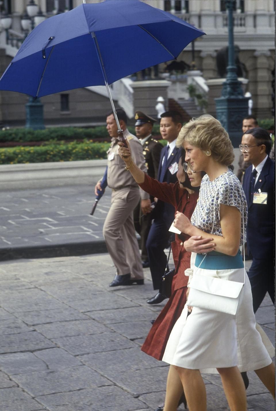 <p>Diana also owned plenty of envelope-style bags, and the one she brought on her visit to Thailand in 1988 came equipped with a convenient crossbody strap.</p>