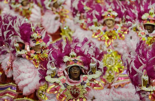 <p>Dancers from the Rosas de Ouro samba school perform during a carnival parade in Sao Paulo, Brazil, Saturday, Feb. 10, 2018. (Photo: Andre Penner/AP) </p>