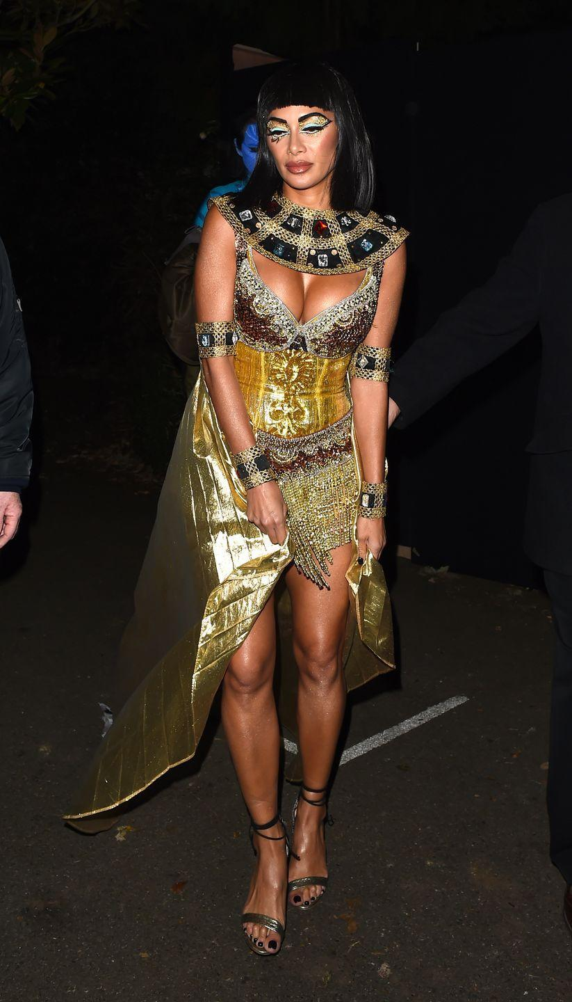 <p>Nicole Scherzinger ruled as the Egyptian queen leaving Jonathan Ross' 2017 Halloween party in London, England.</p>