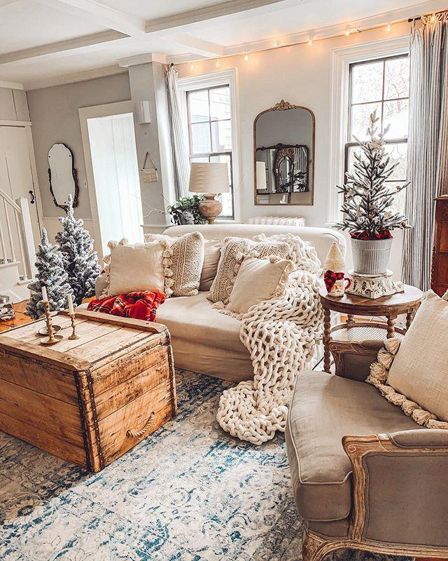 "<p>Looking for some festive decorating inspiration? This gorgeous country home shows us just how its done. </p><p><strong>Like this article? <a href=""https://hearst.emsecure.net/optiext/cr.aspx?ID=zsATrj4qAwL7PXfHOfbti0xjie5wOfecvOt8e1A3WvL5x0TsMrTgu8waUpN%2BcCNsV3wq_zCaFTleze"" rel=""nofollow noopener"" target=""_blank"" data-ylk=""slk:Sign up to our newsletter"" class=""link rapid-noclick-resp"">Sign up to our newsletter </a>to get more articles like this delivered straight to your inbox.</strong></p><p><a class=""link rapid-noclick-resp"" href=""https://hearst.emsecure.net/optiext/cr.aspx?ID=rEIqRuDcS16UGvb2CsG9coU7Y5ojOQn7P8im9ejs0NiFp18n8XFjb_nzImbDz5wFw3EeZozf_PGbri"" rel=""nofollow noopener"" target=""_blank"" data-ylk=""slk:SIGN UP"">SIGN UP</a></p><p><a href=""https://www.instagram.com/p/CG0wsVvHfRl/"" rel=""nofollow noopener"" target=""_blank"" data-ylk=""slk:See the original post on Instagram"" class=""link rapid-noclick-resp"">See the original post on Instagram</a></p>"