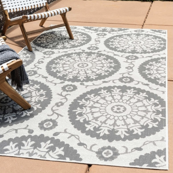 35 Decorative Rugs That Will Turn Any Outdoor Space Into An Oasis