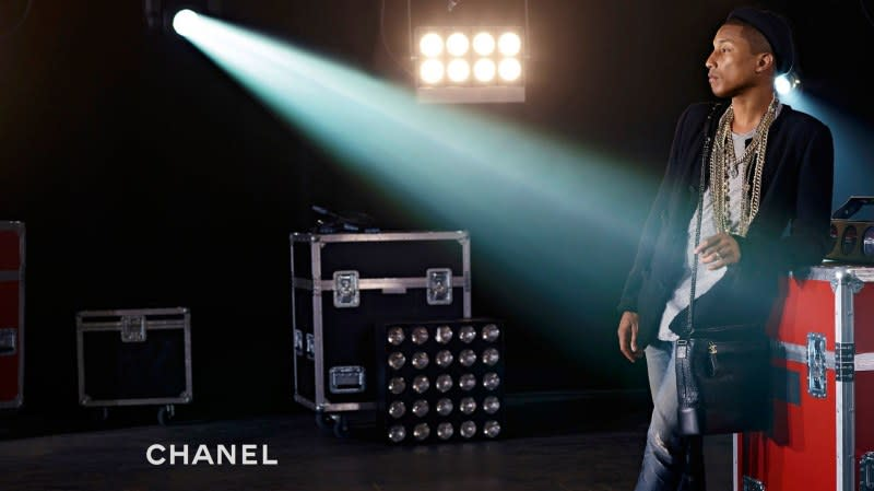 The style rebel appears in Chanel's latest ad campaign, which celebrates its virtual reality-inspired Gabrielle handbag.