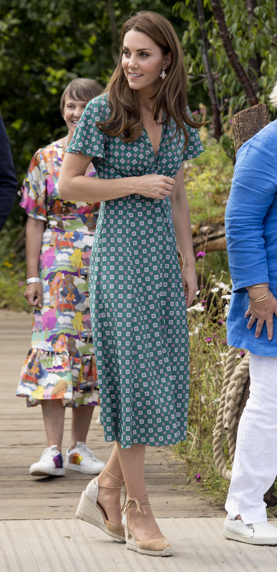 LONDON, ENGLAND - JULY 01: Catherine, Duchess of Cambridge visits The RHS Back to Nature Garden she designed at the 2019 RHS Hampton Court Palace Flower Show at Hampton Court Palace on July 1, 2019 in London, England. (Photo by Mark Cuthbert/UK Press via Getty Images)